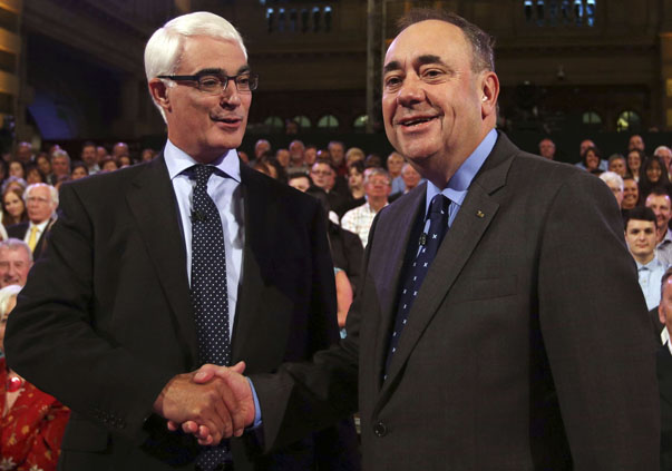 Better Together leader Darling and Scottish First Minister Salmond of Scotland shakes hands at the second television debate over Scottish independence at Kelvingrove Art Gallery and Museum in Glasgow