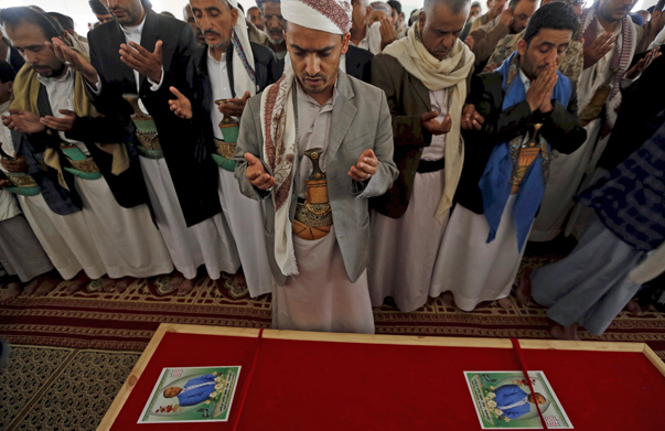 Mourners recite prayers during the funeral of Bashar Arhab, a victim of one of Friday's suicide bombings at mosques, in Sanaa March 23, 2015. Suicide bombers killed at least 137 worshippers and wounded hundreds more during Friday prayers at two mosques in the Yemeni capital Sanaa, in coordinated attacks claimed by Islamic State. REUTERS/Khaled Abdullah - RTR4UGVR