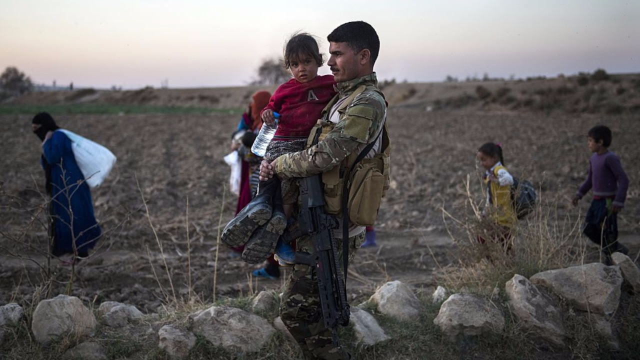 Iraqi soldier holds small boy